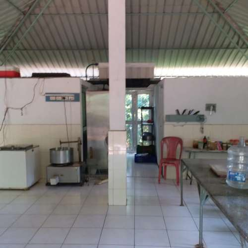 Kitchen with Industrial Refrigeration & Cooking Facilities